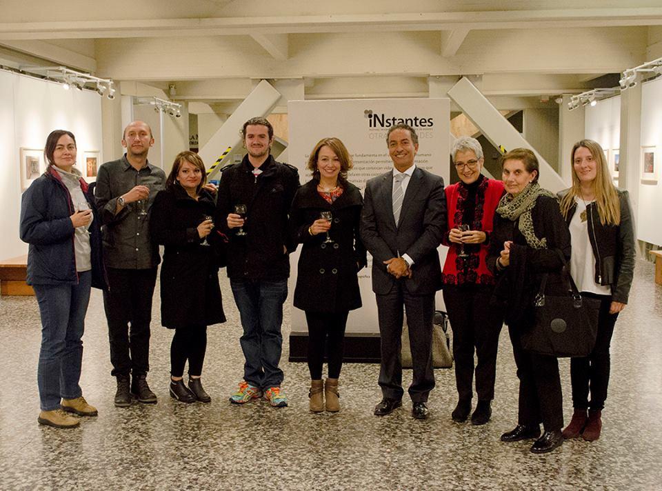 Margarita Mejia (centro) com Carlos Bernate e Embaixador de portugal